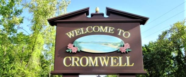 welcome to cromwell sign